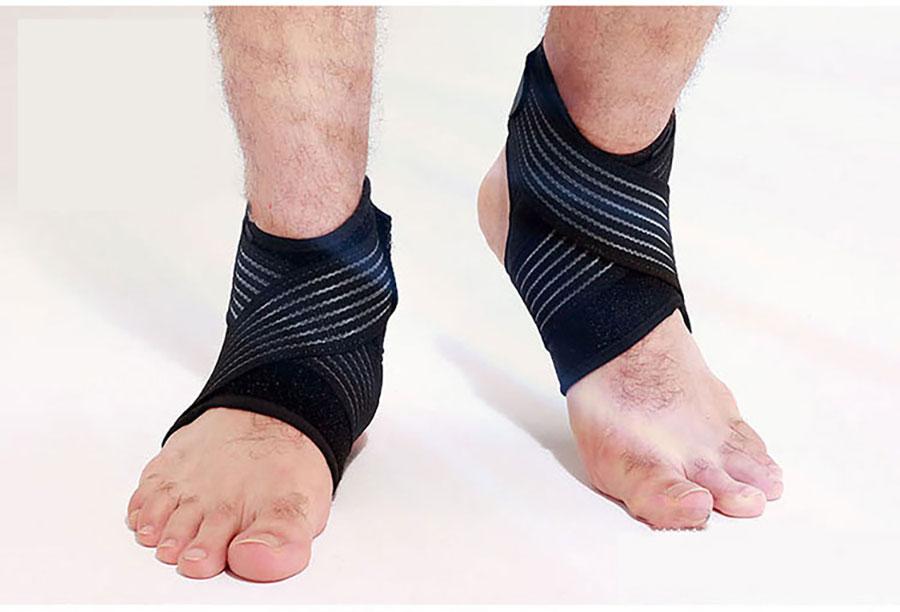 Băng bảo vệ cổ chân được làm từ cao su nên có tính đàn hồi tốt