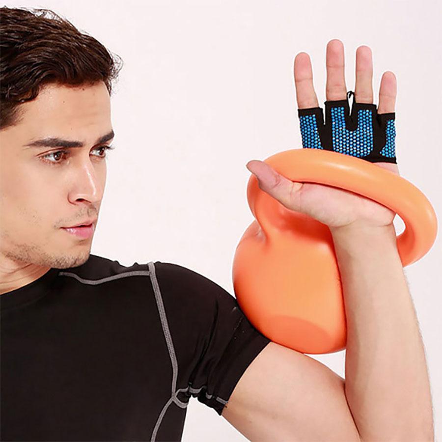 Găng tay xỏ ngón màu đen với mặt lưới màu xanh