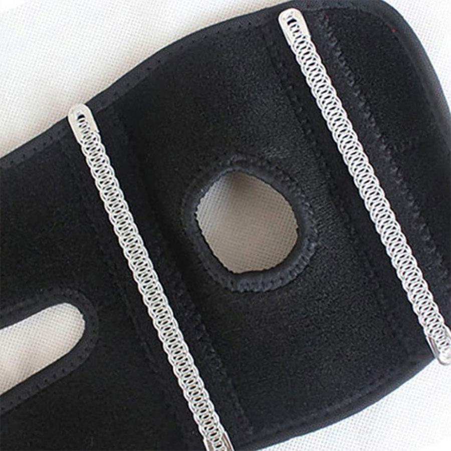 Chi tiết lỗ tròn của đai bảo vệ khuỷu tay giúp thoáng khí, thao tác cử động dễ dàng