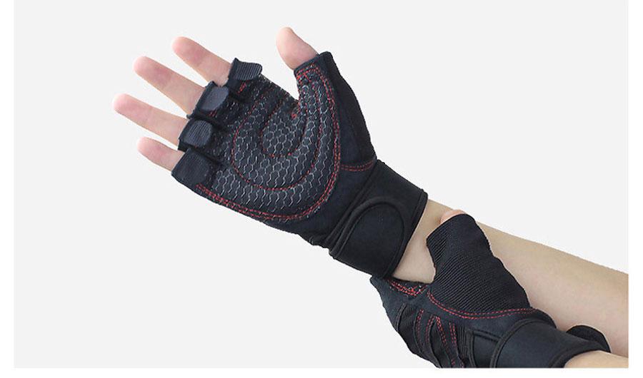 Bộ đôi găng tay thể thao được thiết kế đặc biệt ở phần cuốn cổ tay tiện lợi