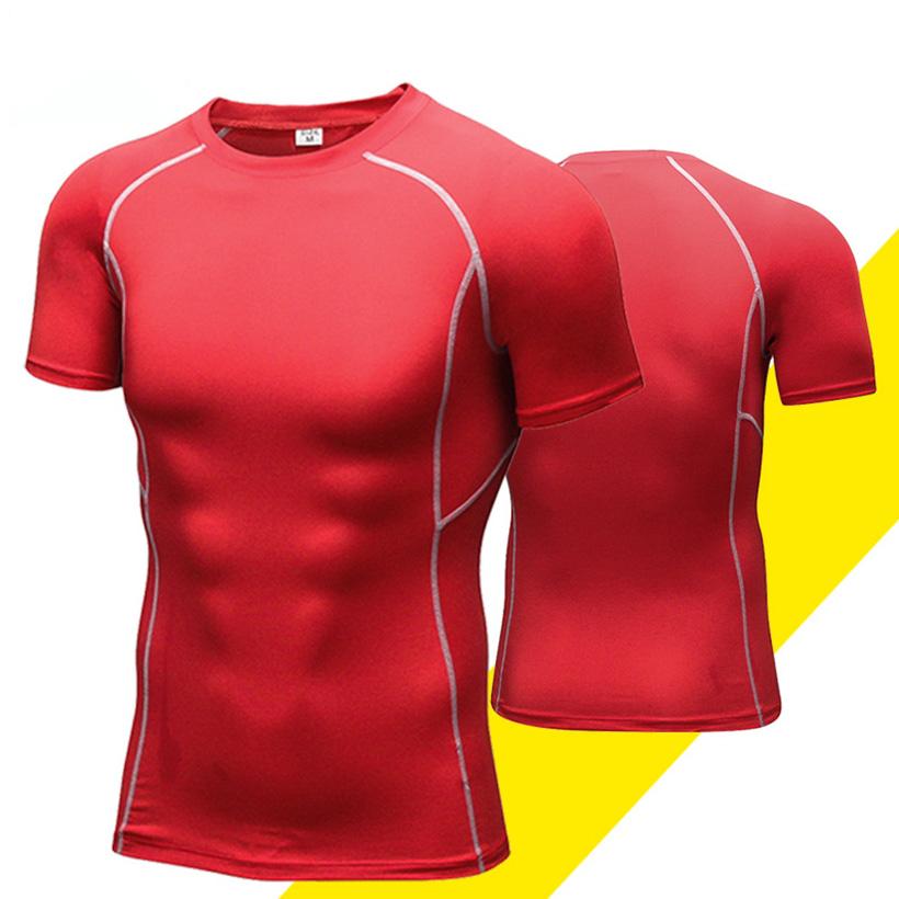 Kiểu áo ôm khít lấy cơ thể, làm nổi bật những vùng cơ săn chắc