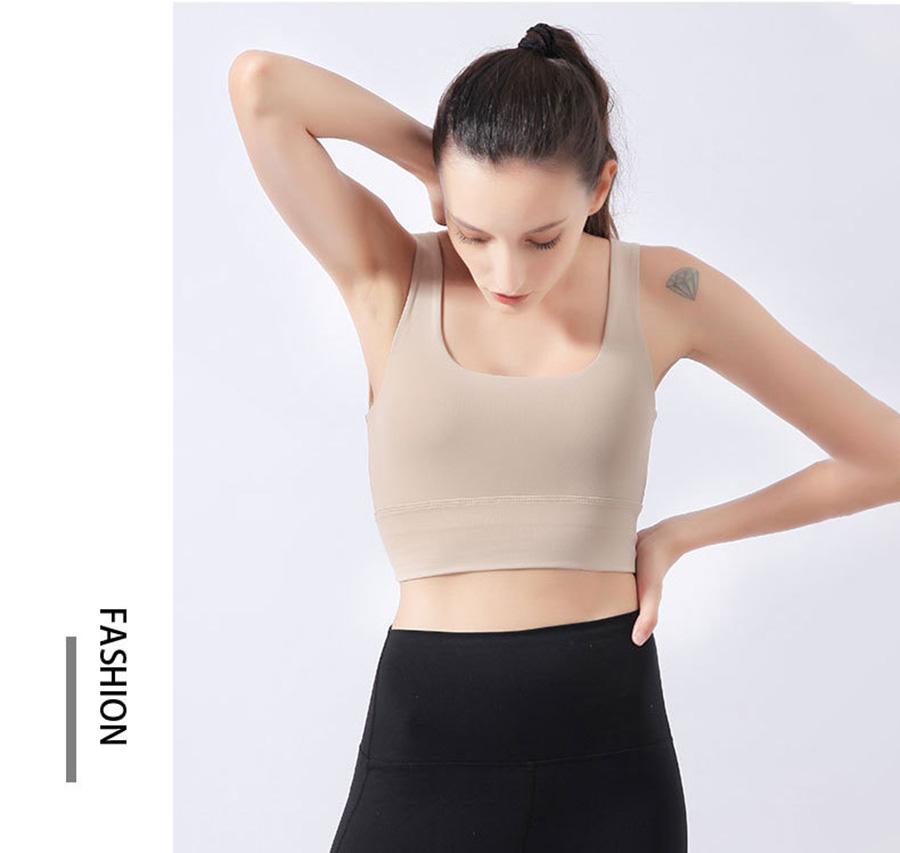 Màu sắc nhã nhặn, dễ phổi kết hợp với các kiểu quần áo khác