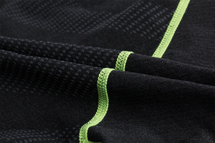 Sử dụng công nghệ dệt kim, các họa tiết vân chìm được dệt tinh tế