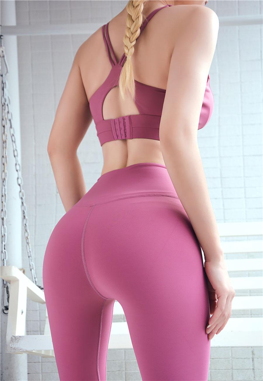 Sử dụng những gam màu nữ tính, trẻ trung, dễ kết hợp với nhiều kiểu áo: áo Tanktop, Crop top,...
