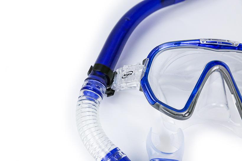 Viền ngoài cùng kính được làm bằng nhựa PV cao cấp chắc chắn.