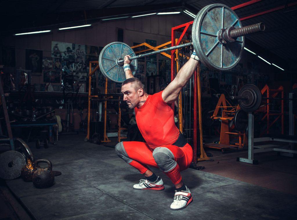 Tập gym, tập tạ dùng đai lưng cứng: nên hay không?